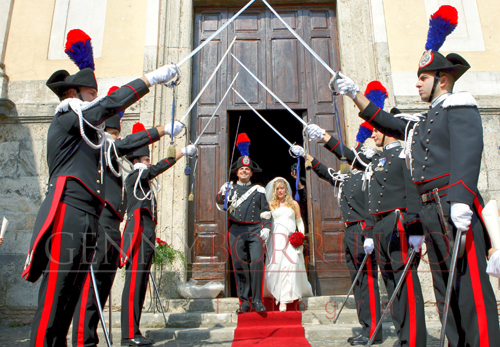 Matrimonio In Alta Uniforme : Sposi all uscita dalla chiesa borriello photostudio